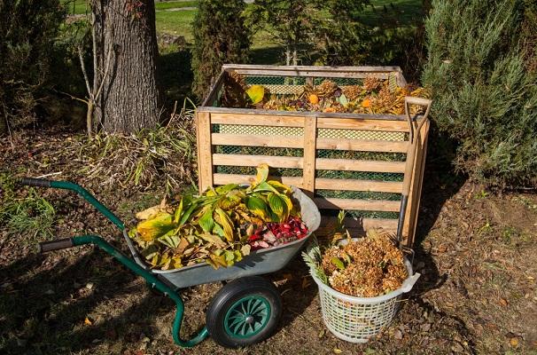 A legjobb hely, ahová a szerves hulladék kerülhet: kerti komposztáló
